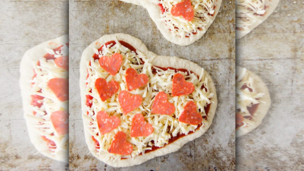 valentine day pizza with masla and moli te dil